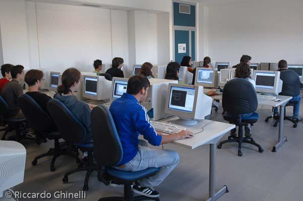 Un'aula di informatica di qualche anno fa
